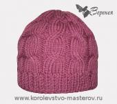 """Зимняя женская шапка с традиционным узором  """"косы """", связанная спицами."""