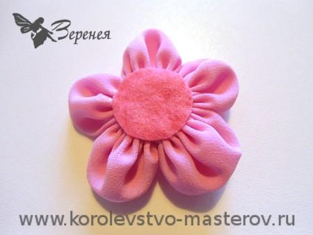 Цветок из ткани круглые лепестки из