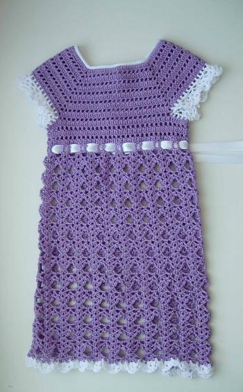 Платье крючком с фиалками